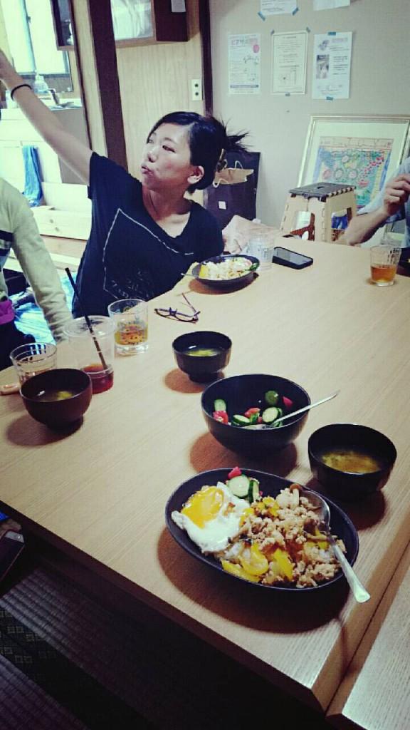 お昼はアジアンなガパオライス。